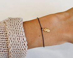 Freundschaft Armband, Ananas Schmuck ,Geschenk für Schwester , Geschenk für Mama,Personalisiertes Geschenk , Zartes Armband, Gold Armband - Artikel bearbeiten - Etsy Personalized Bracelets, Personalized Gifts, Trendy Jewelry, Women Jewelry, Gold Armband, Filigree, Gifts For Women, Great Gifts, Delicate
