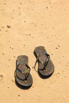 peace shoes  (D. Sharon Pruitt, flickr)