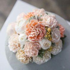#카네이션케익  #carnation #flowercake #flower #cake #designcake #buttercreamcake #buttercream #partycake #ranunculus #piony #soocake #englishrose #카네이션 #케이크  www.soocake.com
