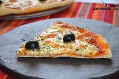 20 recetas de pizzas originales, deliciosas pizzas caseras para sorprender este verano | Gastronomía & Cía Empanadas, Calzone, Pizza Recipes, Vegetable Pizza, Good Food, Bread, Cheese, Cooking, Breakfast