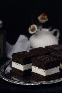 Chocolate and milk cake- soft cake with milk mousse and fluffy sponge cake (in Romanian) Best Pastry Recipe, Pastry Recipes, Cake Recipes, Dessert Recipes, Romanian Desserts, Homemade Sweets, Milk Cake, Dessert For Dinner, Tea Cakes