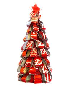 Recycled Soda Can Christmas Tree, handmade in Guatemala Recycled Christmas Decorations, Unique Christmas Trees, Christmas Crafts, Christmas Ideas, Christmas 2017, Aluminum Can Crafts, Metal Crafts, Recycled Crafts, Recycled Decor