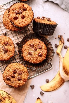 Healthy Banana Muffins Breakfast On The Go, Breakfast Items, Vegan Baking, Healthy Baking, Healthy Desserts, Healthy Food, Healthy Banana Muffins, Simple Muffin Recipe, Fruit Bread