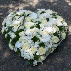 Grand cœur d'orchidées blanc