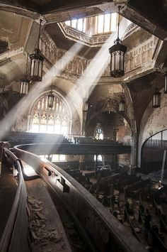 St. Curvy / Woodward Avenue Presbyterian Church in Detroit, Michigan. What a tragedy that such a magnificent structure lies in ruin.