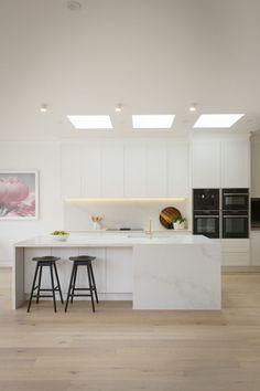 Kitchen Trends To Watch in 2020 Kitchen Island Bench, Kitchen Benchtops, Kitchen Trends, Kitchen Ideas, Drawer Dividers, Take A Seat, Kitchen Essentials, Kitchen Styling, Interiores Design