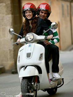 Piaggio Vespa, Lambretta Scooter, Vespa Scooters, Vespa Girl, Scooter Girl, Vespa 300, Scooter Design, Pocket Bike, Motor Scooters