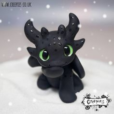 How to train your dragon party Polymer Clay Dragon, Polymer Clay Figures, Polymer Clay Animals, Cute Polymer Clay, Cute Clay, Fimo Clay, Polymer Clay Projects, Polymer Clay Charms, Polymer Clay Creations