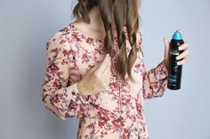 ultimi ritocchi tutorial per fare i capelli mossi, spruzzare la lacca sulle onde appena realizzate Tutorial, Fashion, Dress, Moda, La Mode, Fasion, Fashion Models, Trendy Fashion