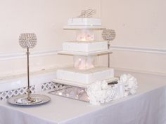 The same cake but at the wedding venue. Please people the backgroung is also important. This was a good one.