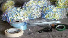 Step by step hydrangea bouquet tutorial Hydrangea Bridal Bouquet, Diy Bouquet, Bride Bouquets, Bridal Flowers, Flower Bouquet Wedding, Blue Hydrangea, Purple Wedding, Floral Wedding, Fall Wedding