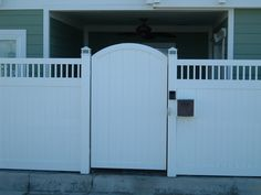 Vinyl Craft White Solid Privacy Gate