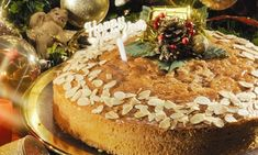 Μυστικά για τέλεια Βασιλόπιτα Greek Christmas, Greek Cooking, Greek Recipes, Bagel, Camembert Cheese, Muffin, Sweets, Bread, Desserts