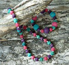 Koruja käsinvärjätyistä puuhelmistä made of hand-dyed wooden beads  www.jussakka.fihttps://www.facebook.com/JUSSAKKA-Oda-K-173696896121402/?ref=hl