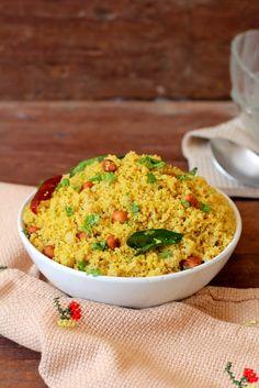 Gojju Avalakki - a quick & flavorful breakfast dish of Karnataka. A spiced tamarind based rice flakes (poha) dish topped with peanuts. www.sailusfood.com