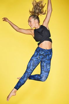 Feel the rhythm in this show-stopping outfit from the Maddie Ziegler Fabletics collection. Our dance-inspired tank shows off your back with a wraparound design, while our butterfly-print leggings are inspired by one of Maddie's signature symbols. Elastic Heart, Maddie Ziegler, Mackenzie Ziegler Dance, Dance Outfits, Girl Outfits, Cute Outfits, Casual Outfits, Kendall, Athletic Hairstyles