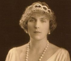 In 1927 Ena commissioned Cartier to make a diamond tiara featuring loops, or arches of laurel leaves