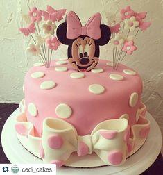 #Repost @cedi_cakes with @repostapp ・・・ Minnie Mouse Cake. #cedicakes #cake…