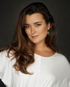 NCIS Ziva David played by Cote De Pablo - beautiful and deadly, a lethal combination Ziva David, Ziva And Tony, Ncis New, Ncis Abby, Daniela Ruah, Beautiful People, Beautiful Women, Portraits, Cote De Pablo