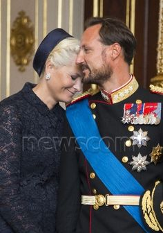 Crown Prince Haakon and Crown Princess Mette Marit welcome the visiting President and First Lady of Estonia 9/2/14
