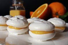 Hozzávalók  A habcsókhoz  4 tojásfehérje 200 g porcukor 1 kávéskanál étkezési keményítő 1 kávéskanál citromlé  A narancskrémhez  200 ml frissen facsart narancslé (3 nagyobb narancs)…
