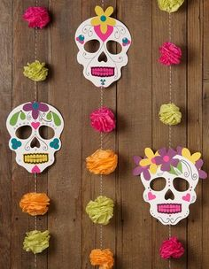 DIY Halloween Day of the Dead garland Diy Halloween Garland, Fall Halloween, Halloween Crafts, Holiday Crafts, Halloween Decorations, Halloween Party, Mexican Halloween, Diy Mexican Decorations, Mexico Party Decorations