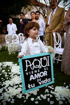 Pajes de boda | bodatotal.com | wedding ideas, ringbearer, flowergirl, ideas para bodas #homedecor #decoration #decoración #interiores