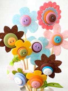 American Crafts Spring Bouquet - give your child's teacher a bouquet they don't have to water! Kids Crafts, Cute Crafts, Felt Crafts, Craft Projects, Arts And Crafts, Craft Ideas, Diy Ideas, Kids Diy, Button Crafts For Kids