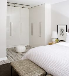Furniture Home Interior Paint Ideas Wardrobe Door Design Ideas Black And White Bedroom Decorating Ideas 31 Wonderful Interior Furniture Wardrobe Design Ideas Modern Bedroom Design, Bedroom Designs, Bedroom Ideas, Bedroom Decor, Bedroom Nook, Bedroom Themes, Bed Ideas, White Closet, Closet Bedroom