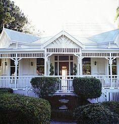 Colonial Queenslander – Marley and Lockyer Queenslander House, Weatherboard House, Balustrades, Australian Homes, Australian Architecture, Facade House, Architecture Details, House Colors, Old Houses