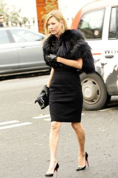 kate-moss-and-christian-louboutin-pigalle-120-patent-pumps-gallery.jpg (396×594)