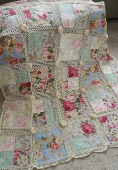 3 Amazing and Unique Ideas Can Change Your Life: Shabby Chic Salon Names shabby chic kitchen pastel.Shabby Chic Salon Names shabby chic sofa shutters.Shabby Chic Cottage Old Windows. Crochet Fabric, Crochet Quilt, Crochet Afghans, Crochet Crafts, Crochet Projects, Sewing Crafts, Sewing Projects, Fabric Crafts, Crochet Roses