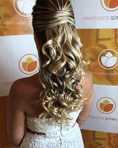 Discover penteadossonialopes's Instagram Inspirem-se #PenteadosSoniaLopes ✨ . . . #sonialopes #cabelo #penteado #noiva #noivas #casamento #hair #hairstyle #weddinghair #wedding #inspiration #instabeauty #penteados #novia #inspiração #cabeleireiros #lovehair #videohair #curl #curls #noivasdobrasil #vireinoiva #noivassp #noivas2017 #noivas2018 #cabelos #cursosdepenteados 1655116274559440311_1188035779
