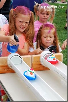 Over 30 great summer outdoor games for kids Over 30 easy DIY outdoor summer games to play with the kids! Water balloon games and more! Diy Carnival Games, Fall Carnival, Carnival Ideas, School Carnival Games, Church Carnival Games, Carnival Booths, Carnival Activities, Carnival Tent, Carnival Signs