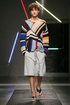 A look from the MSGM Spring 2016 Menswear collection.