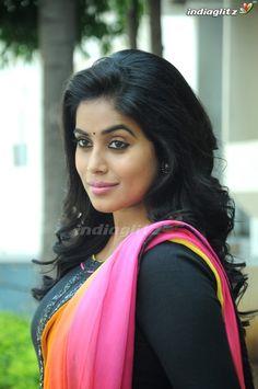 Indian Actress Hot Pics, Tamil Actress Photos, South Indian Actress, Beautiful Indian Actress, Indian Actresses, Beautiful Gorgeous, Beautiful Saree, Beautiful People, Indian Girls Images