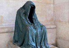 El manto de la conciencia, esta estatua se encuentra en varios lugares.  fuente: Viralnova