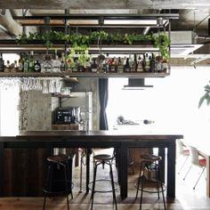 マンションリノベーション 名古屋市東区K邸 (吊り棚にお酒とグラスを並べた、バーのようなキッチン) Old Wood, Kitchen Design, Table, Room, House, Furniture, Home Decor, Interiors, Bedroom