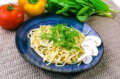 Ingredience: žampiony 314 mililitrů (Bonduelle sklenice), smetana 150 gramů, cibule 70 gramů, česnek 15 gramů, olej 25 gramů, sůl (dle chuti), kmín (drcený, dle chuti), špagety 500 gramů.