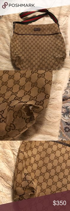 Authentic Gucci crossbody Gucci crossbody is good condition only signs on wear are on the bottom corners (see pictures) Gucci Bags Crossbody Bags
