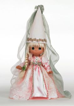 Precious Moments Dolls by The Doll Maker, Linda Rick, Rapunzel Fairy Tale, 9 inch doll: This doll is full of grace with her delicate dress and matching hat. Disney Rapunzel, Tangled Rapunzel, Disney Princess, Princess Rapunzel, Disney Dolls, Disney Precious Moments, Classic Fairy Tales, Vinyl Dolls, Vinyl Fabric