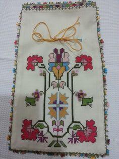 hesap işi Creative Embroidery, Folk Embroidery, Beaded Embroidery, Cross Stitch Embroidery, Embroidery Patterns, Print Patterns, Knitting Patterns, Art N Craft, Bargello