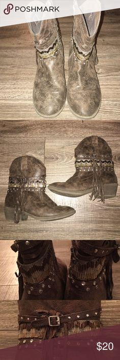Justice Booties Justice Western Booties- Size 6: These boots are in great condition. There is a few beads missing from the boots- please see pictures above. Overall they are in great condition- no tears or stains. They come from a smoke free home. Justice Shoes Boots