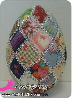 pl - Odkrywaj, kolekcjonuj, kupuj Love this it's a patchwork egg😁 Easter Egg Crafts, Easter Projects, Easter Eggs, Quilted Ornaments, Fabric Ornaments, Christmas Ornaments, Spring Crafts, Holiday Crafts, Easter Egg Designs