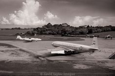 A Canberra and a Comet   Canberra U10 WH885 and Comet C2 XK699   RAF Changi June 1962