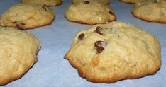 Oh qu'ils étaient bons ces petits biscuits!!! Toute la maisonnée en a raffolé!!!   Biscuits moelleux aux bananes, beurre d'arachide et brisu...