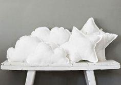 DIY cloud and star pillows Star Cushion, Cloud Cushion, Sewing Projects, Diy Projects, Cloud Pillow, Diy Pillows, Cushions, White Pillows, Kid Spaces