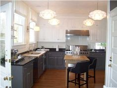 Love love love the grey bottom cabinets, with the white upper cabinets. Another fine home in Charleston, SC