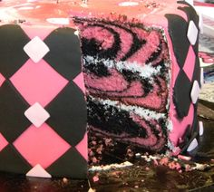 Awesome marbled cake (Monster High colors)