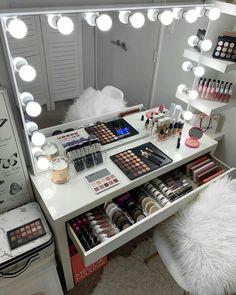 Room Design Bedroom, Girl Bedroom Designs, Room Ideas Bedroom, Home Decor Bedroom, Beauty Room Decor, Makeup Room Decor, Teen Room Decor, Rangement Makeup, Stylish Bedroom